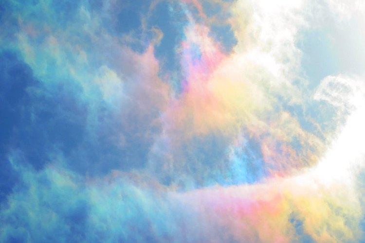 まるで虹色のカーテン…4月29日 つくば市で観測された『彩雲』が美しすぎる