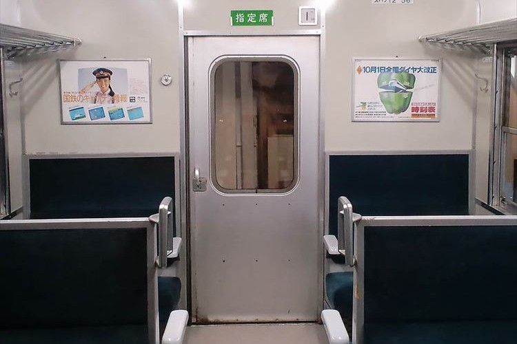 """ここまでやるか!? 自宅の部屋を""""国鉄の車両のように改装した部屋""""に大反響!"""