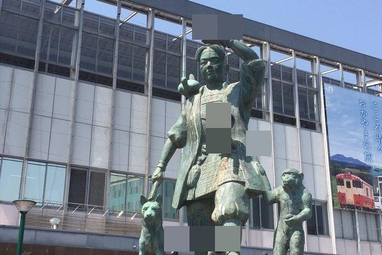 岡山駅に立つ桃太郎像に「お供が多過ぎ」!? 犬や猿、キジだけじゃなかった…