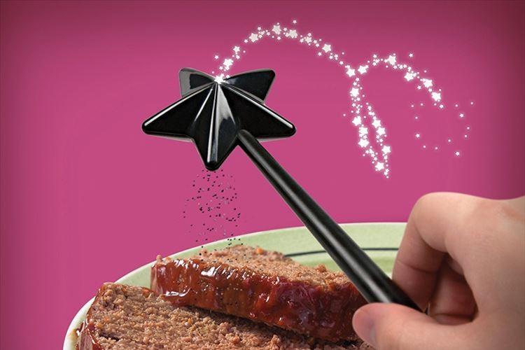 料理が楽しくなりそう♪ 魔法使いの杖のように使う塩コショウ入れが人気!