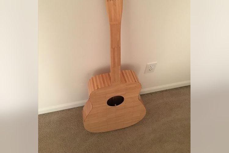 いったい何本使ったのよ!?『アイスの棒』だけで作ったギターが話題に