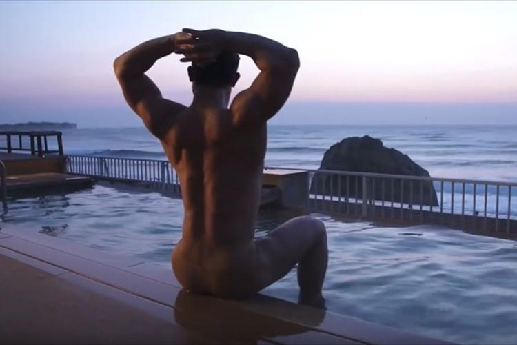 温泉×マッチョ!? 茨城の名湯を紹介する動画がシュールすぎる! 温泉よりも肉体に釘づけ