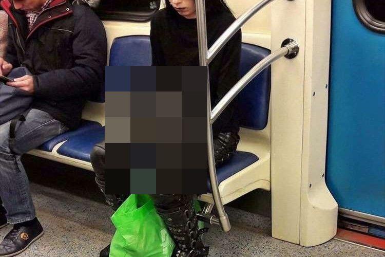 一瞬目を疑う…モスクワの地下鉄と見られる車内で目撃された驚きの光景に騒然!!