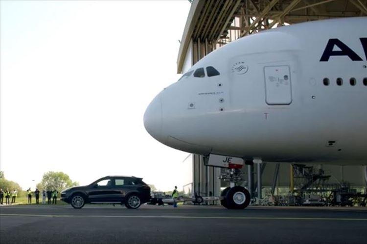 世界最大級の旅客機を引っ張れるか!? ポルシェ「カイエン」がギネス記録に挑戦した結果…