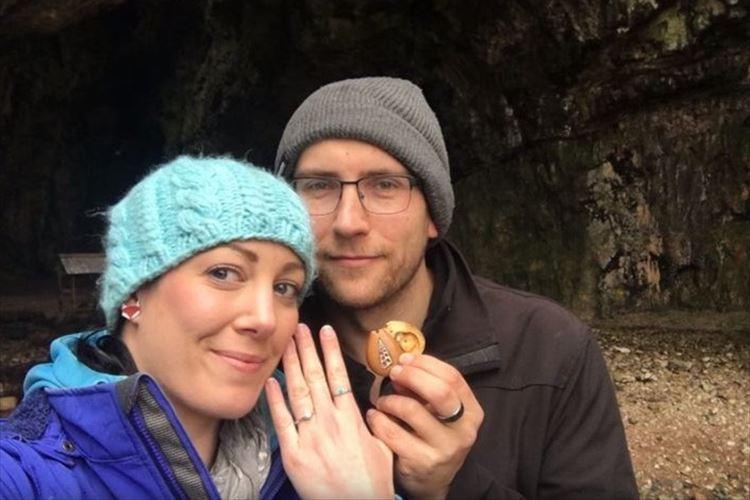 婚約指輪をいつも知らずに彼女が身に付けていた!斬新なプロポーズ作戦が海外で話題に