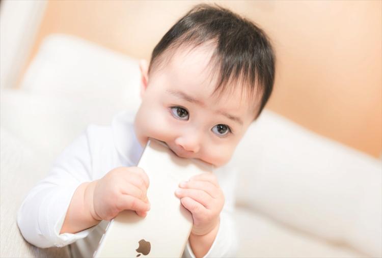 日本小児科医会が提言する「スマホに子守りをさせないで」に賛否の声