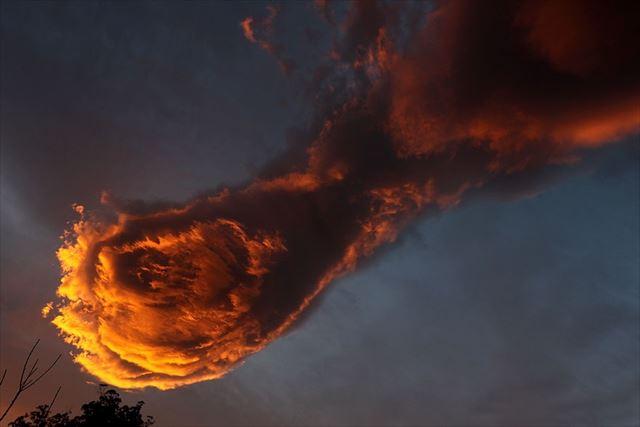 unusual-cloud-formation-fist-hand-of-god-portugal-2_R_R