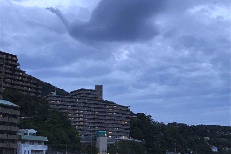 【奇跡の1枚】宝塚市に浮かぶ雲がまるで手塚治虫の「火の鳥」のようだと話題に
