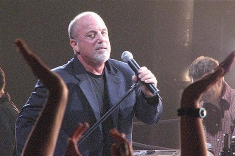 """ビリー・ジョエルが""""コンサートの最前列の席を販売しない理由""""とは…そこにあったのはファンへの熱い想い"""