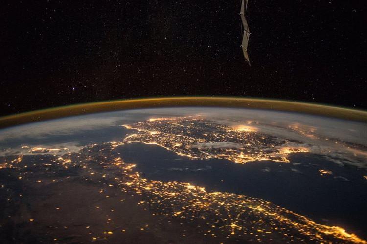願い事が叶うといいな!宇宙から見た「流れ星」が幻想的で美しいと話題に