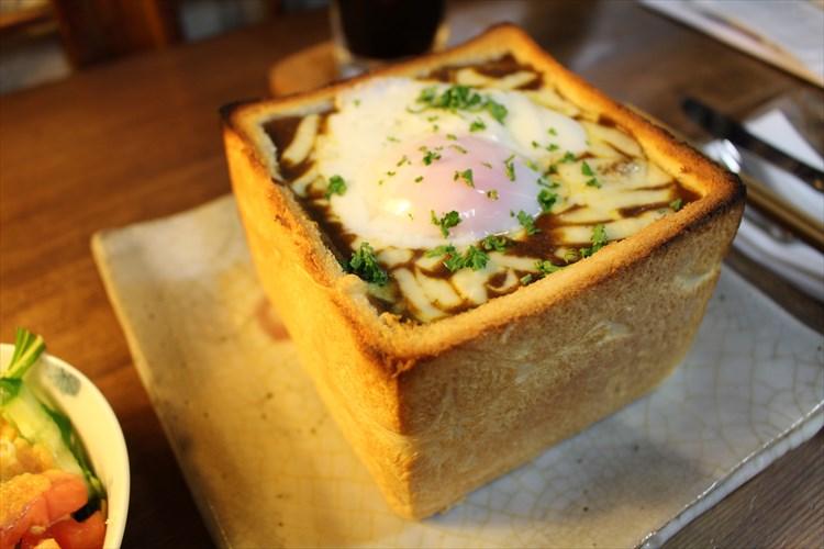 話題の『カレージャンボトースト』を食べてきた!! 食パン丸ごと×たっぷりのカレーが破壊力抜群!!