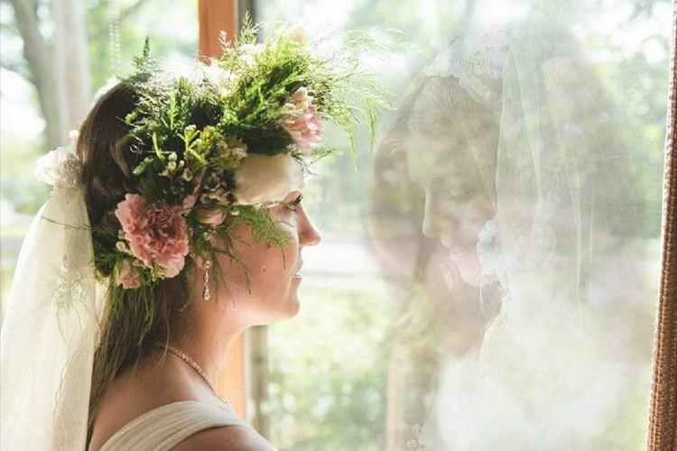 亡き母とのツーショットに涙…結婚写真にうつる美しい2人の姿が話題に