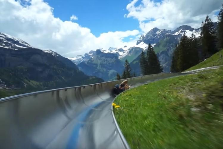 ここでしか体験できない絶景!スイスの世界遺産の中を疾走するマウンテンコースターが最高