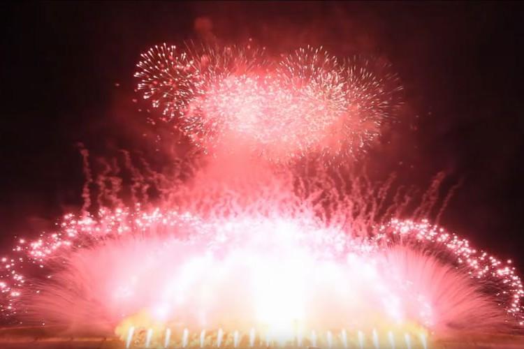 X JAPANの『紅』に合わせて迫力満点!スピード感あふれる花火にテンションMAX!