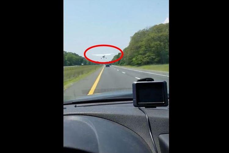 【動画】高速道路を走行中にセスナがまさかの着陸!?想定外の出来事が話題に!
