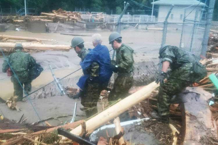 国民の想いを背負って…九州北部の大雨に伴う災害派遣、自衛隊へ無事を祈るメッセージ多数寄せられる