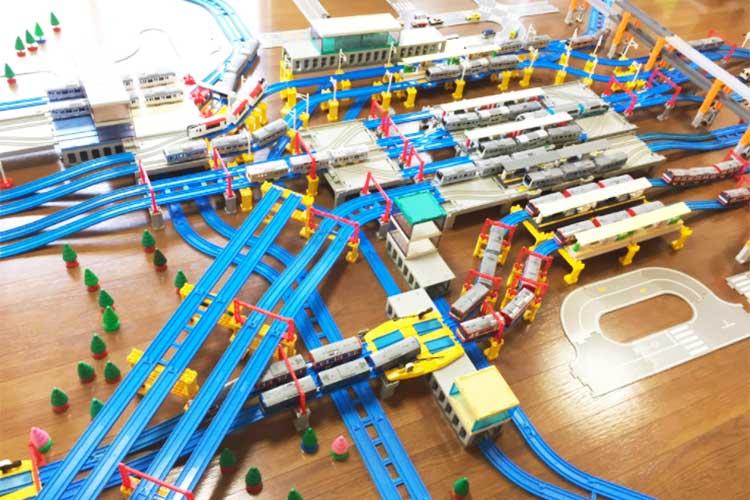 """横浜駅をプラレールで忠実に再現!構造の精巧さが""""迷子になるほどの再現度""""でスゴすぎる!"""
