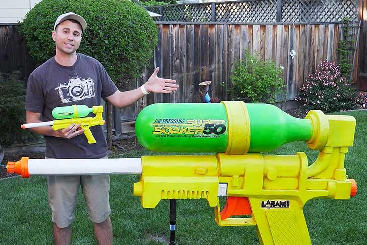 水圧は消防車の8倍!父親でありエンジニアとして作ったギネス世界記録の水鉄砲が話題に!