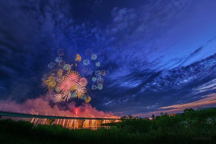 まるで夢のような鮮やかな色彩…壮麗な長岡花火を撮影した写真に反響