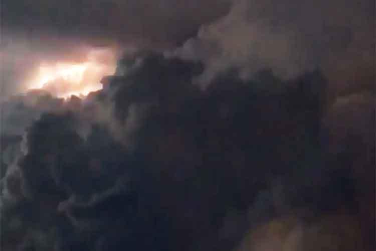 「間違いなくラピュタある!」飛行機から撮影した雷雲の動画がラピュタのワンシーンを想起させる!