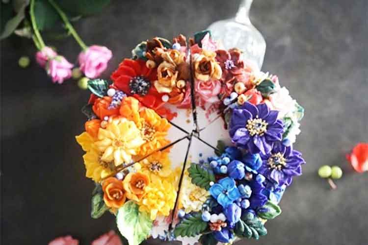えっコレ食べられるの!?花束を繊細に表現したフラワーリースのようなケーキが話題に!