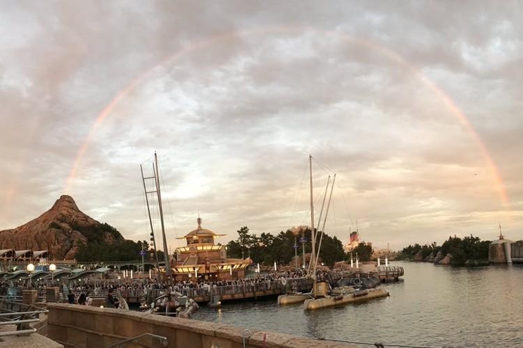 幸運の虹!ディズニーシーの火山から生まれた虹の画像が素敵!