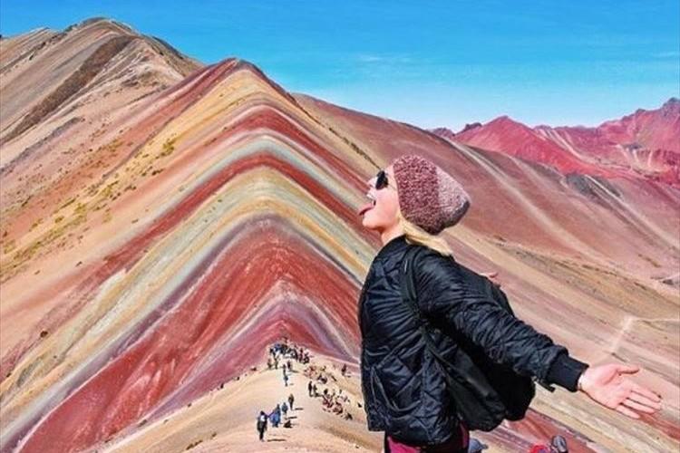 """虹色の山だと!?標高5100mの秘境 ペルーの""""レインボーマウンテン""""が人気!"""
