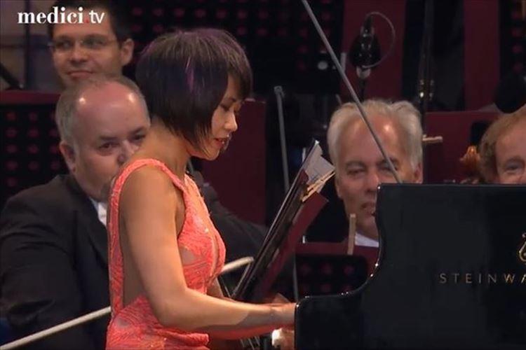 天才ピアニストの演奏が人間技とは思えない…叙情的かつダイナミックな表現に驚愕!