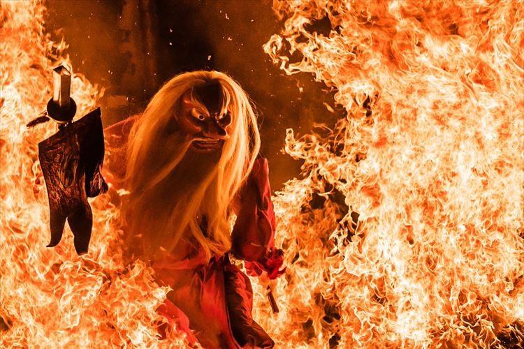 まるでCGのような迫力!古平町のお祭り「天狗の火渡り」で撮影した写真がカッコイイ