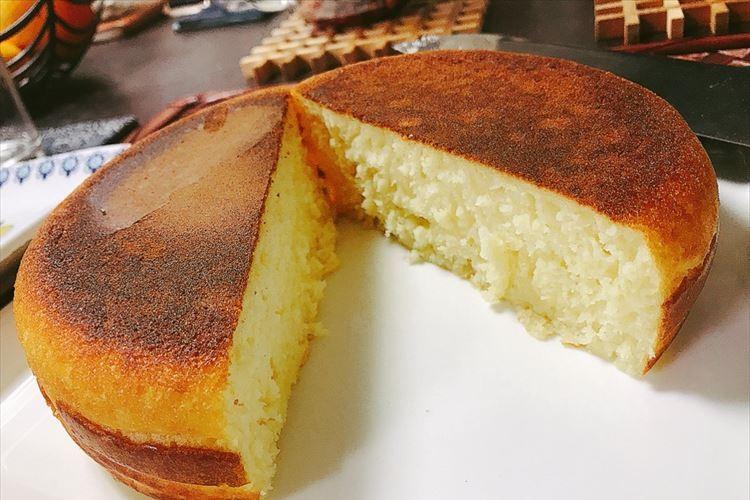 炭酸水とあの調味料でこんなにフワフワに!簡単に作れる分厚いパンケーキのレシピ大公開!