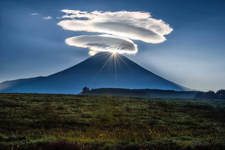 なんという神々しさ…吸い込まれるような一枚の『富士山』の写真が話題に
