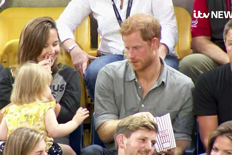 ヘンリー王子のポップコーンを盗んだのは誰?可愛い犯人に王子の反応は?
