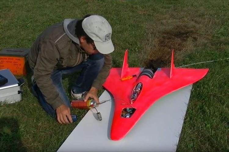 もはや旅客機並…時速727km 世界最速のラジコン飛行機が速すぎる!