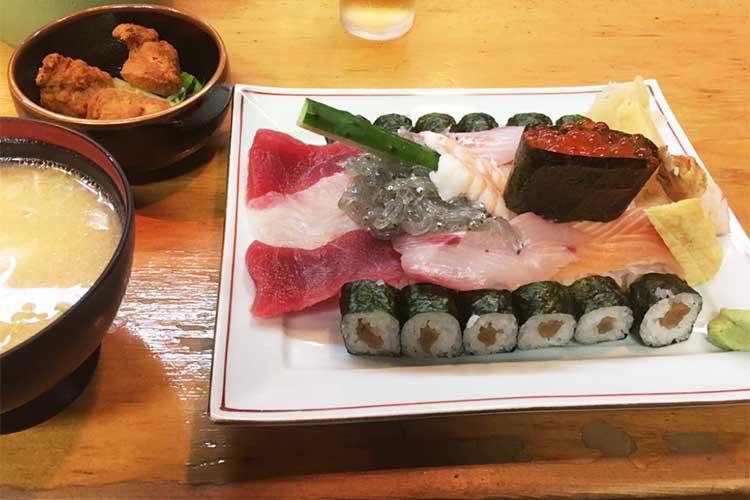 「子供が喜びそう」大洗の寿司屋に配備された迫力&遊び心満点「戦車寿司」が話題に!