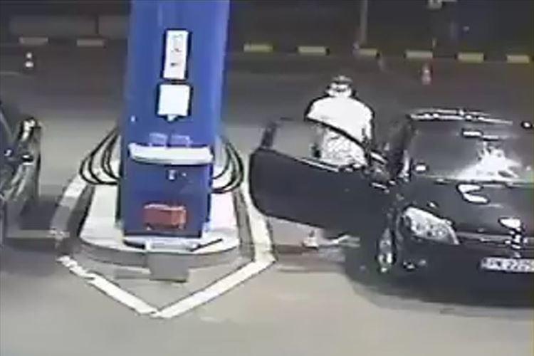 ガソリンスタンドで喫煙する客に従業員が問答無用の鉄槌!「素晴らしい」と称賛の声