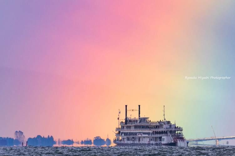 なんという奇跡…琵琶湖に架かった虹の写真が震えるほど美しい