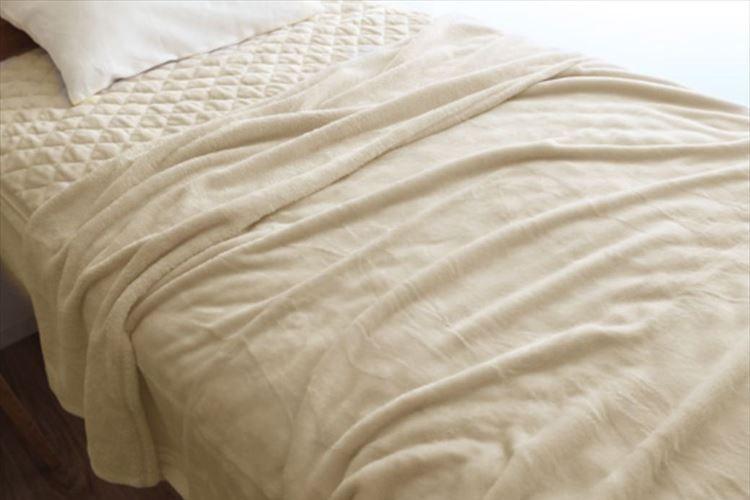警視庁災害対策課が推奨!「毛布」を一瞬にして四つ折りにする早技
