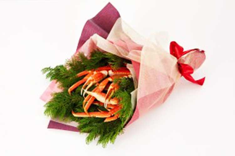 この発想はなかった…札束でも花束でもなく「かに束」のプレゼントキャンペーンが話題に!