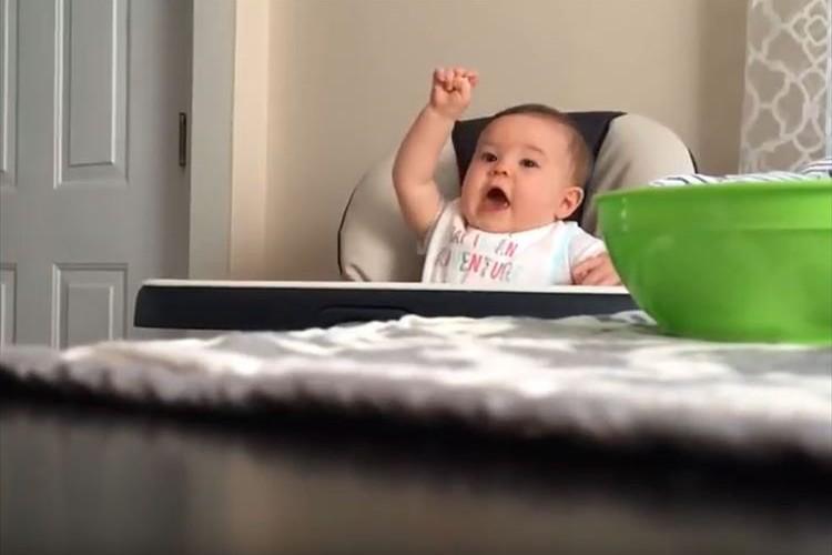 パパのとある行動に赤ちゃんが大爆笑連発!最高の笑顔に「天使だわ~」と反響
