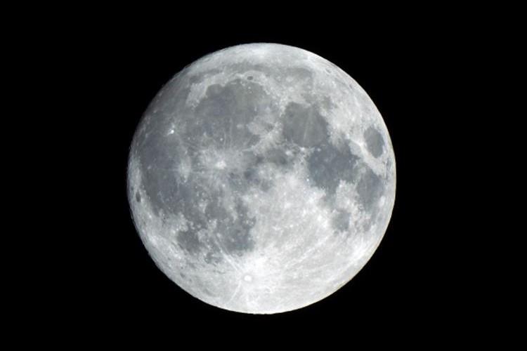 12月4日は『スーパームーン』が見られるぞ!2017年最大の満月に!