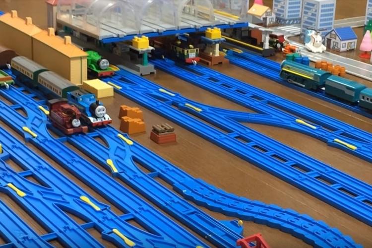 機関車トーマスがいる島の路線図が凄い!年始にはプラレールで全駅再現も!