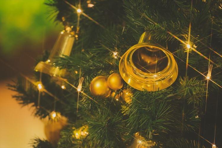 妻とクリスマスツリーの飾りの好みが合わなすぎた結果こうなった!
