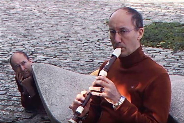 謎なんだけどクセになる!?ロシアのリコーダー奏者のミュージックビデオの威力がすごい!