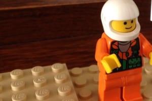 意外と便利かも!母親にレゴの人くれと言われて渡したら予想外の使い方された!