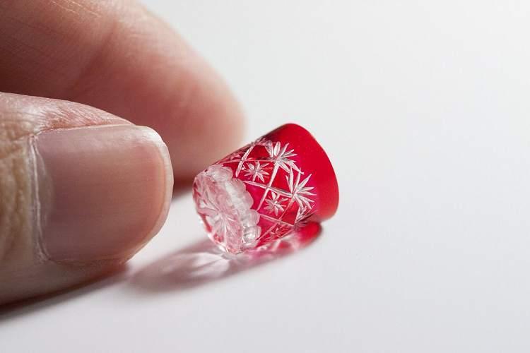 繊細すぎる…小指の先ほどの『切子グラス』のミニチュアが素晴らしい