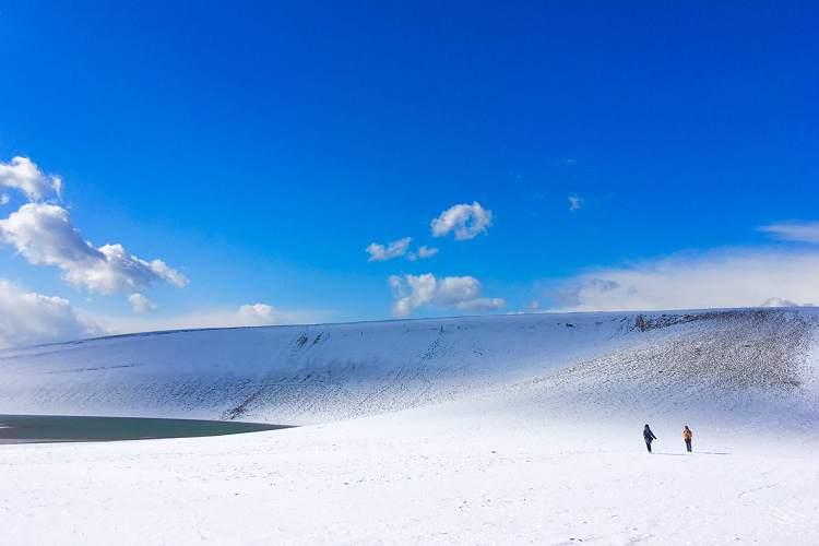 ためいきモノの美しさ…雪化粧した『鳥取砂丘』の壮大さが呼吸を忘れるレベル