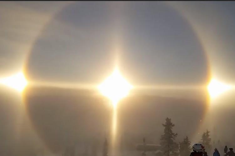 まるで後光がさしているよう…スウェーデンで発生した超レアな自然現象が美しすぎる