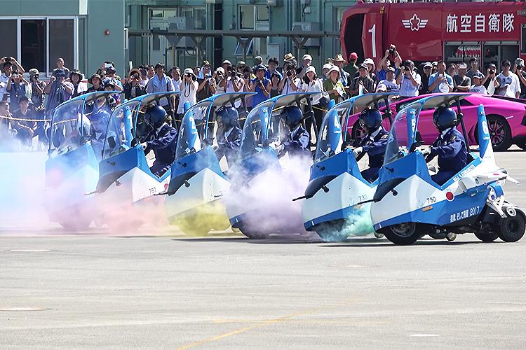 舞台は空だけじゃない!?復興の夢を乗せたブルーインパルスJrがアクロバットを披露!