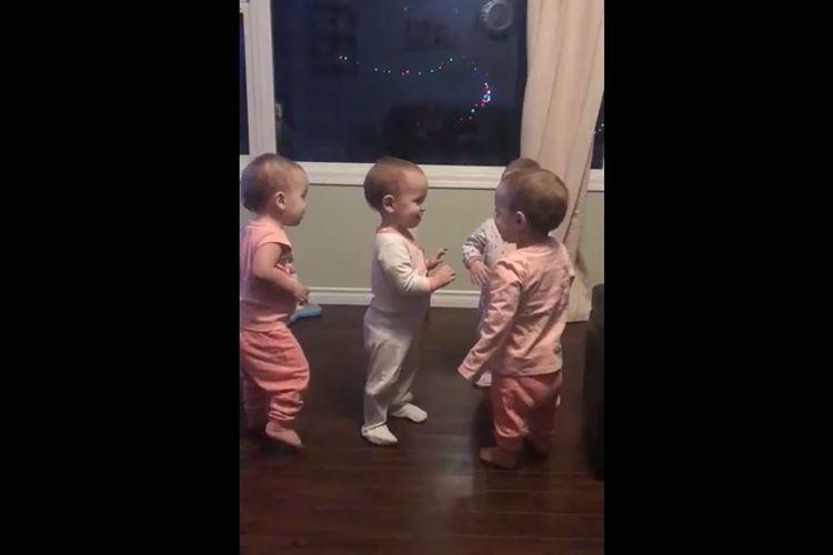 何このグルーヴ感!?4人の赤ちゃんがハグで挨拶する光景が可愛らしい♪