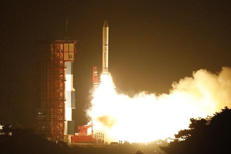 イプシロンロケット打ち上げで空に不思議で美しい光跡!オーロラのような光景も